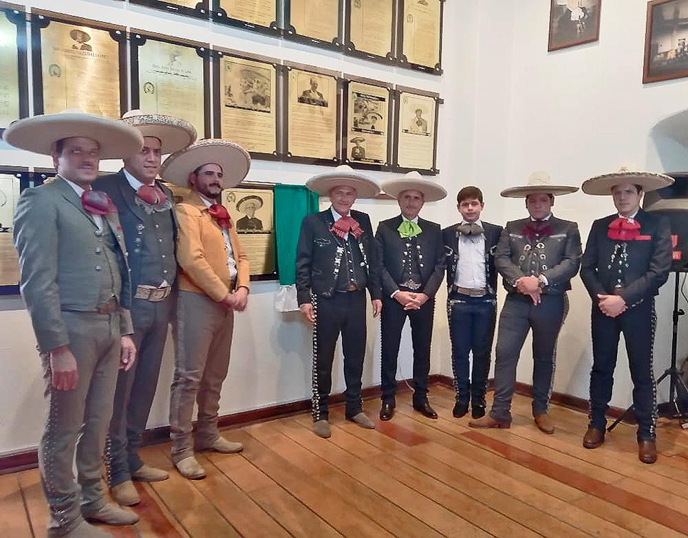 Miembros de la familia García Kuri asistieron a la develación de la placa de su patriarca en el Salón de la Fama