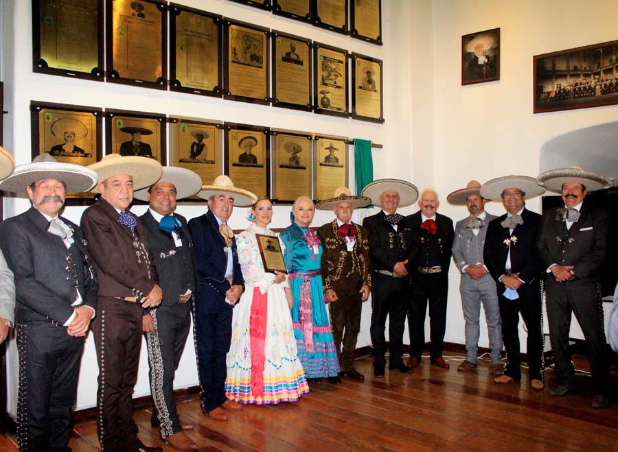 """Familiares y amigos que acompañaron al """"Titán del Norte"""", don Macario González, en la ceremonia realizada en la capital del país"""