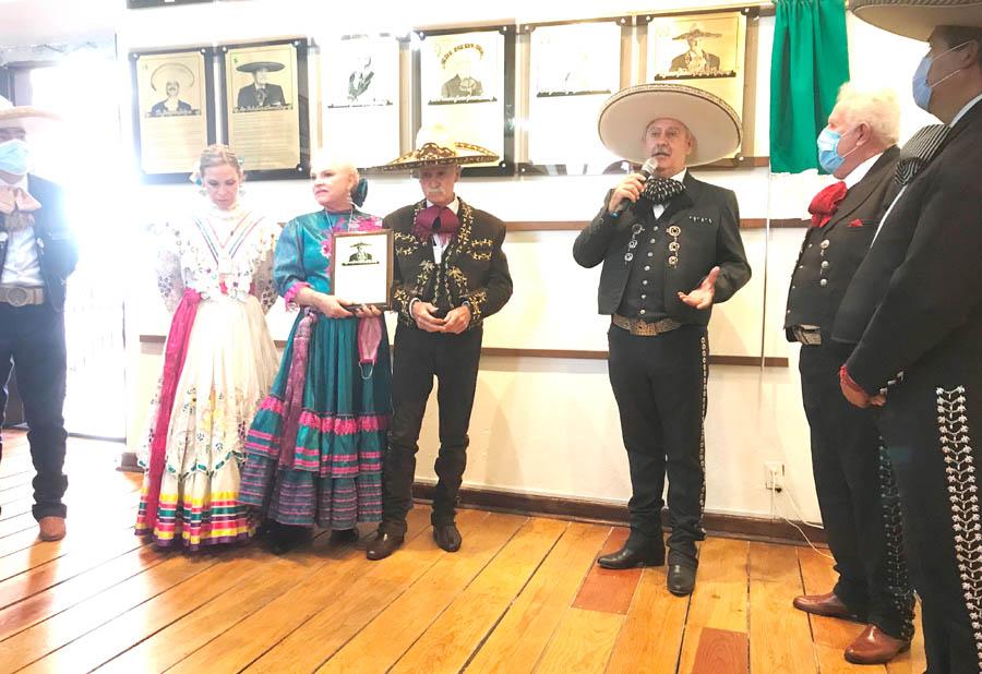 El ingeniero Leonardo Dávila Salinas, reconoció la gran trayectoria deportiva de su paisano, el contador Macario González Rodríguez