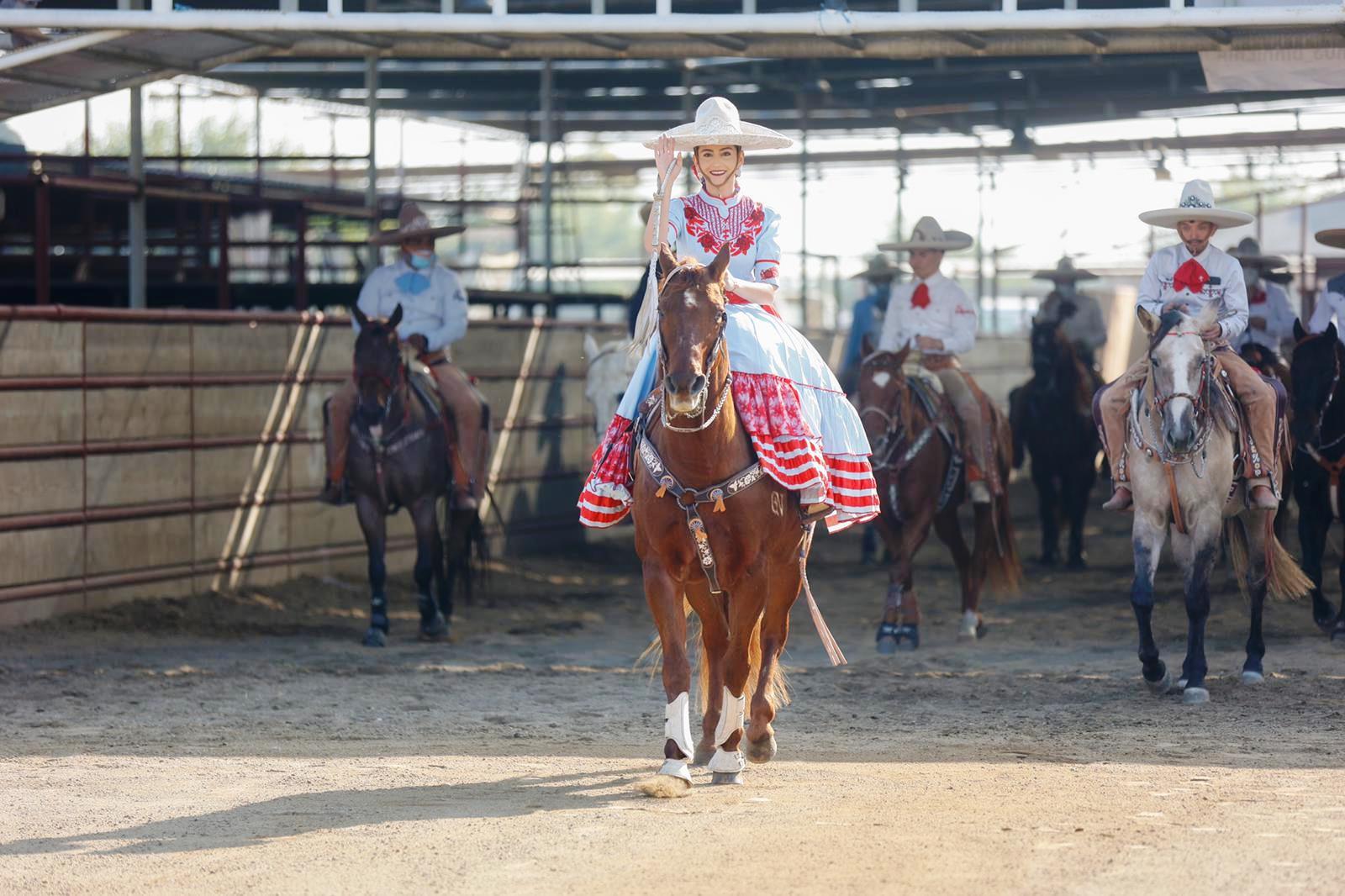 Importante la presencia de la mujer de a caballo en el campeonato más importante de la charrería en los Estados Unidos de América
