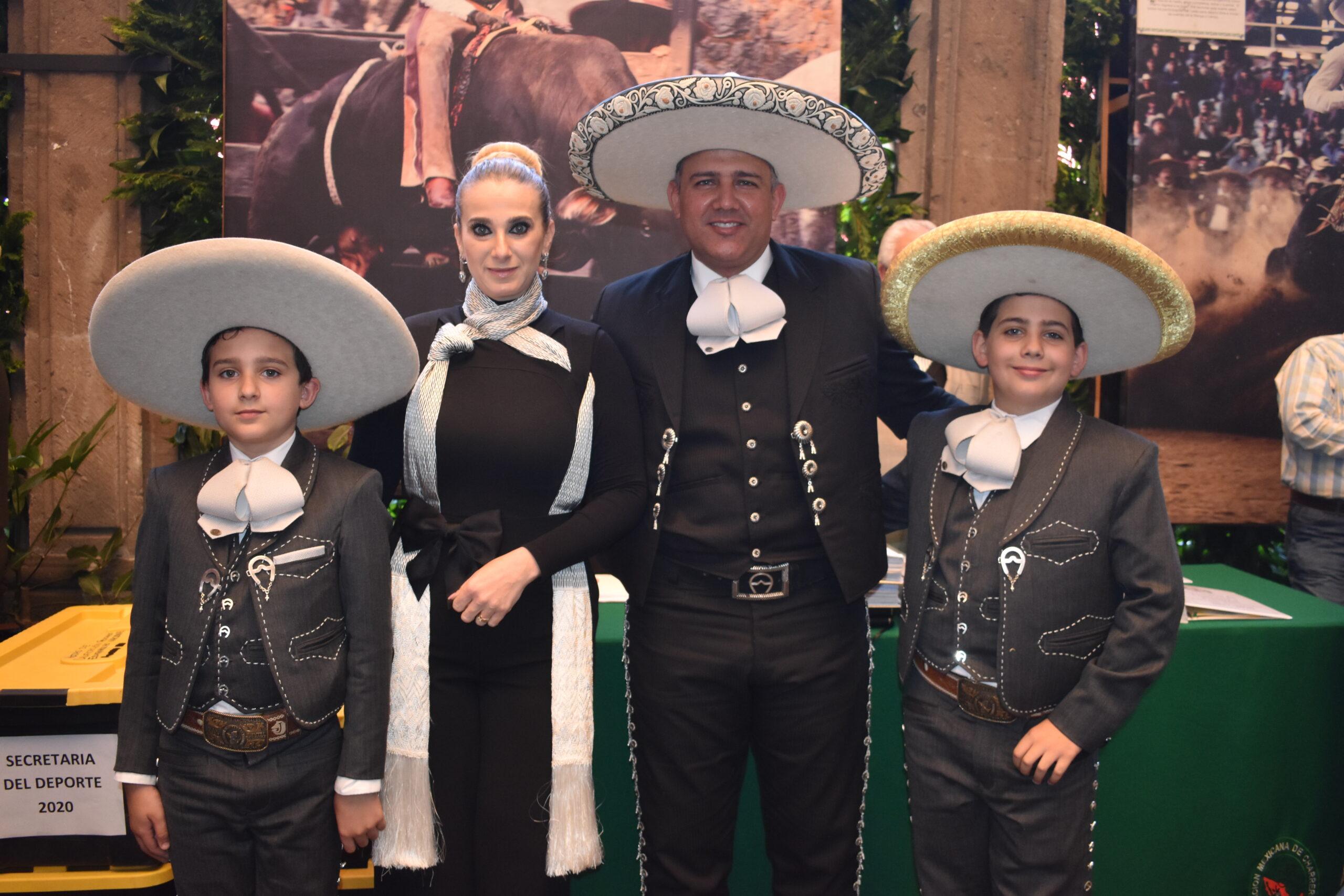 José Antonio Salcedo López, presidente de la Federación, asistió a tan importante evento acompañado por su distinguida familia
