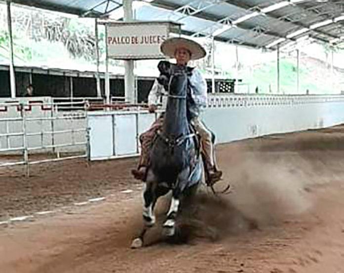 Punta raya que presentó la cabalgadura de Salvador Barajas, PUA de Jalisco, en su natal Tamazula